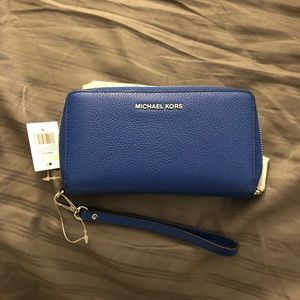 Michael Kors LG Flat MF Phn case- leather